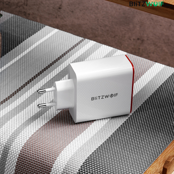 BlitzWolf® BW-PL2: 3 portos USB hálózati gyorstöltő – 38W